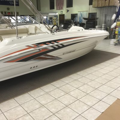 2019-stingray-192sc-deck-boat-suzuki-1